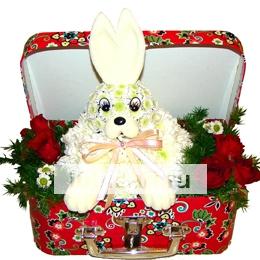 Крольчонок в сундучке из цветов