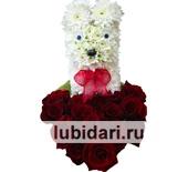Собачка с сердцем из 19 роз из цветов