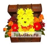 Собачка в сундучке желтая из цветов