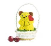 Маленький медвежонок с большим сердцем из цветов