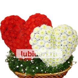 Пара слившихся сердец из цветов