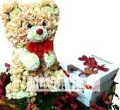 Тедди-сладкоежка из роз из цветов